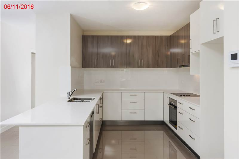 Ballantine St, Chermside - Kitchen